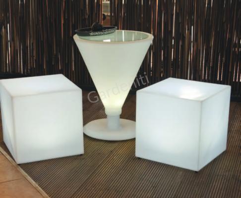 Светеща маса – чаша за мартини