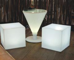 Светеща табуретка – куб